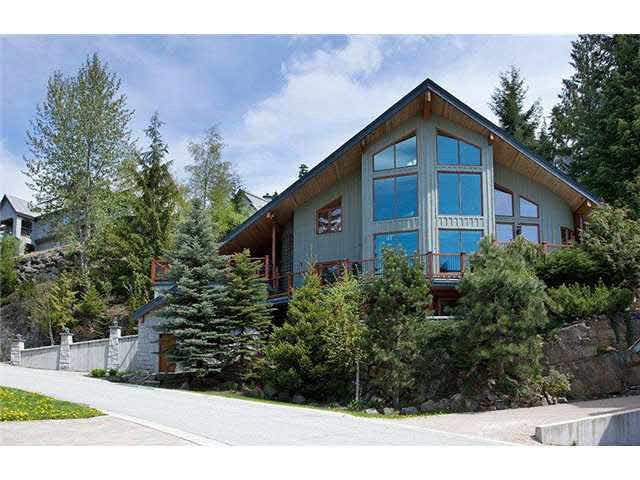 2560 Snowridge Crescent - Nordic House/Single Family for sale, 6 Bedrooms (V837680) #1